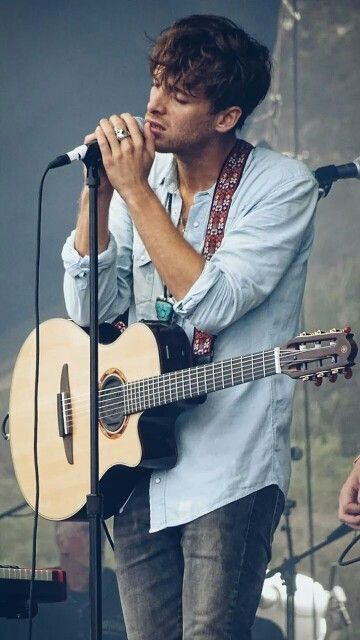 Paolo Nutini - Scottish singer-songwriter with a gritty soulful voice. Quite popular in Britain.