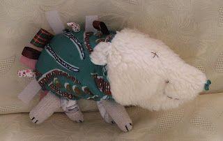 Pierrick le porc épic création d'un doudou tout doux pour les bébés par l'artiste séverine peugniez