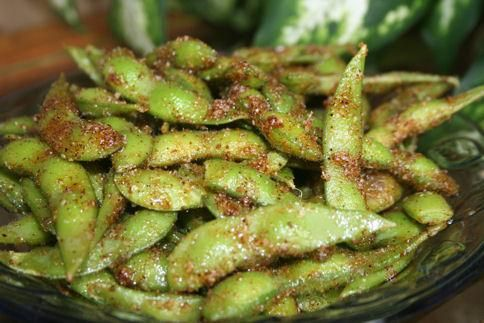 Keiko's Spicy Dynamite Edamame Total Time:  Prep Time:  Cook Time: 10 mins  5 mins  5 mins  Read more at: http://www.food.com/recipe/keikos-spicy-dynamite-edamame-280527?oc=linkback   2 cups edamame, pods  Sauce  1/4 cup vegetable oil 2 tablespoons chili powder 2 tablespoons garlic powder 2 teaspoons salt