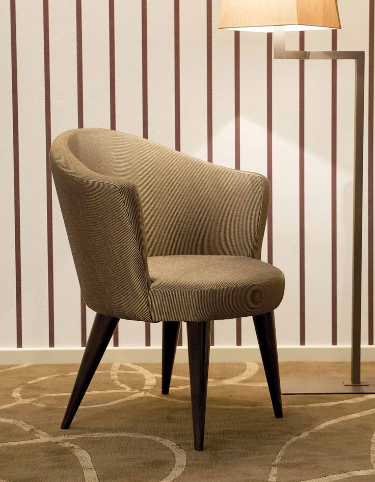 DOMEDIZIONI: Royal dinner chair #domedizioni #luxuryfurnture #interiors #luxury #royale #homeinteriors #luxuryinteriors