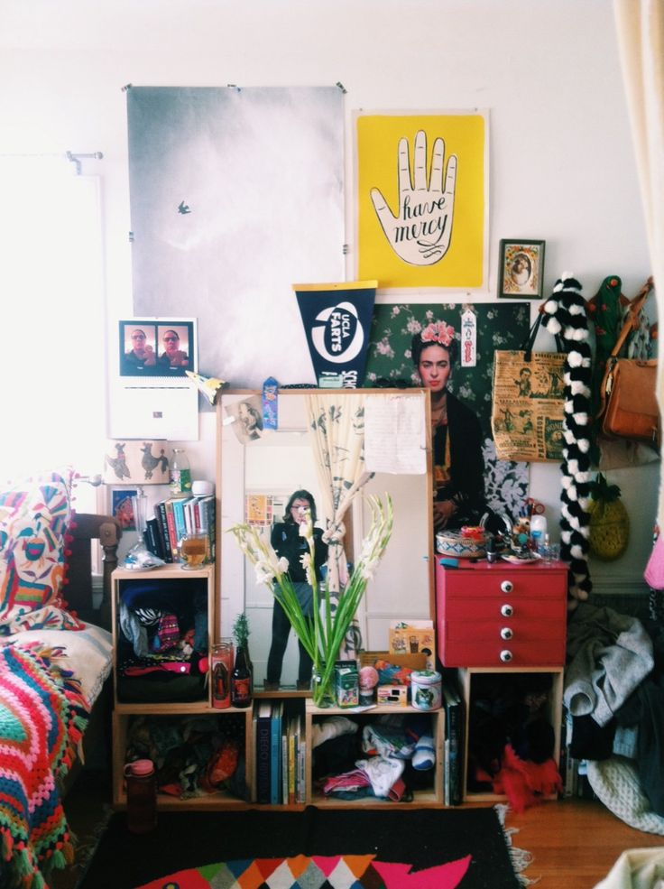 gentlethrills:  the picture of my room from when i moved in is pushing 6,000 notes so i thought y'all might wanna see what it looks like 5 m...
