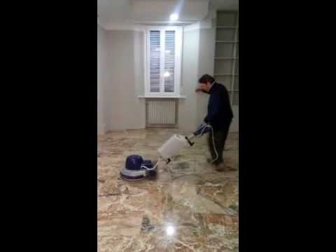 μαρμαράς ιταλός χορεύει συρτάκι