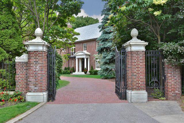 32 Castle Frank Road  $9,280,000 ellidavis.com