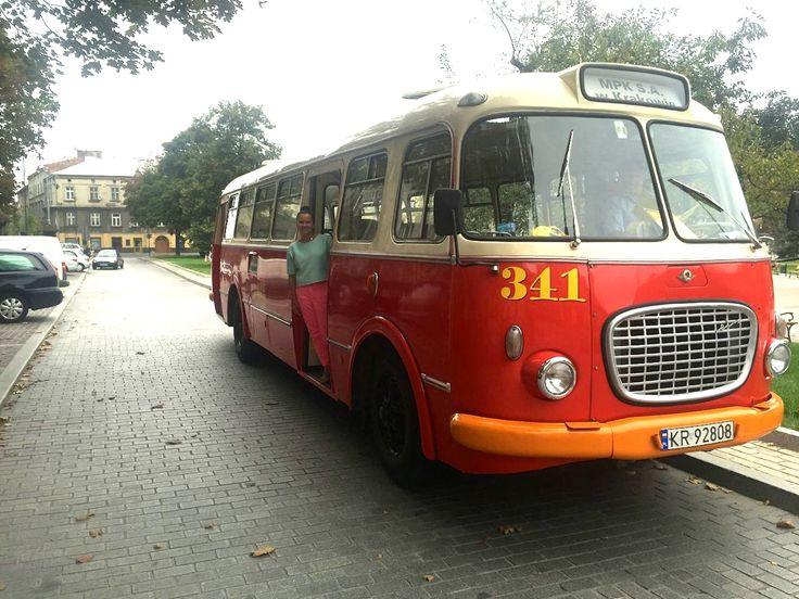 Na pokładzie oldskulowego ogórka i szlakiem krakowskich murali / by old-school bus to see more murals