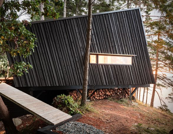 This ultra cool and off-grid log cabin sits on a hillside on Canada's Valdes Island, a small piece of land with just 9 square miles located in the British Columbia Gulf Islands. The unique retreat was built by Burnkit founder Josh Dunford and was des