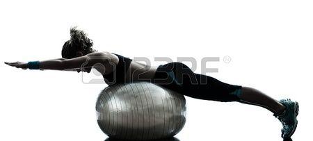 Een Blanke Vrouw Te Oefenen Fitness Bal Workout Houding In Silhouet Studio Geà ¯ Soleerd Op Witte Achtergrond Royalty-Vrije Foto, Plaatjes, Beelden En Stock Fotografie. Image 16391934.