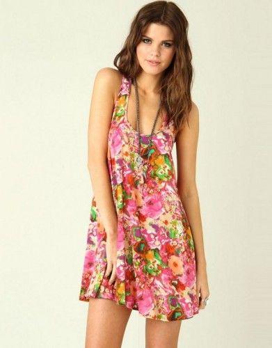 En Güzel Mini Elbise Modelleri: Gül Desenli Mini Elbise Modelleri