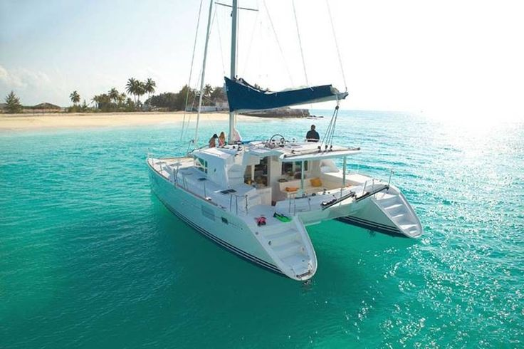 Lagoon 440 HOT WIND- B&B ed escursioni, Porto Cervo, Sardini, Italy. Have you ever imagined staying in a catamaran? :)