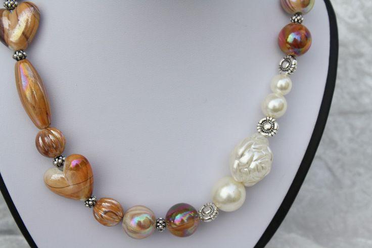 Ketten kurz - Kette hellbraun weiß Rose Herz silber Rondell - ein Designerstück von trixies-zauberhafte-Welten bei DaWanda