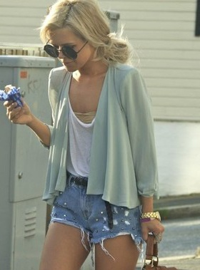 : Cardigans, Summer Fashion, Summer Styles, Summer Looks, Summer Outfit, Than, Jeans Shorts, Denim Shorts, Summer Clothing