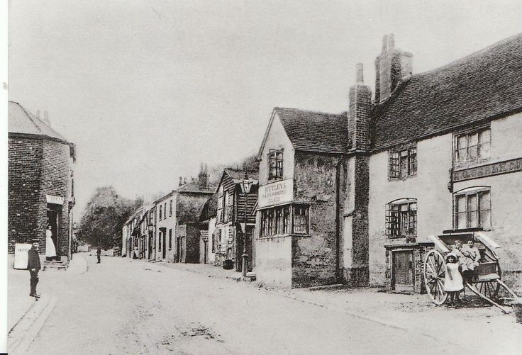 The King's Head (original building), 22 London Street, Andover.   Nutley's Old Chantry Ales are advertised.