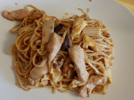 Wok de poulet au nouilles chinoises : Recette de Wok de poulet au nouilles chinoises - Marmiton