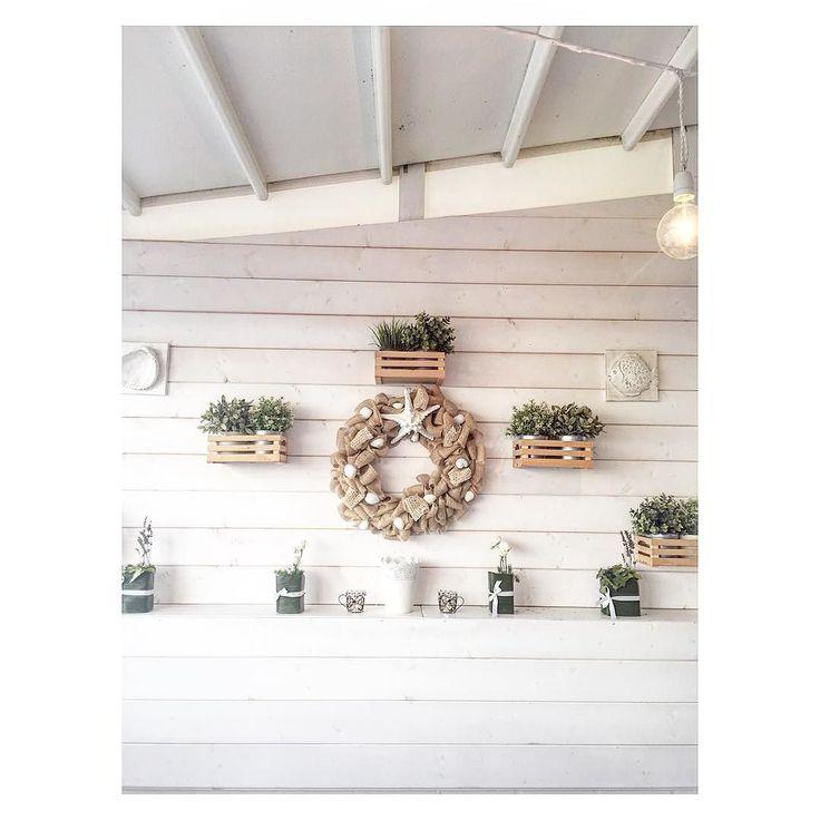 La #semplicità e l'eleganza di questo #locale mi hanno colpita. Il #bianco candido è il #protagonista. Si chiama Ciaschì. Ed è a Grottammare Marche. #Italy #visititalia #visititaly #italian #style #interiordesign #interiordecor #decoration #ig_modena #igersmodena #white #ristorante #visitmarche #italyiloveyou