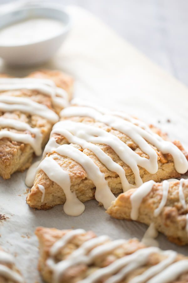 Easy scones recipe with made with pure maple syrup and butterscotch chips! lemonsforlulu.com SplendaSweeties SweetSwap ad