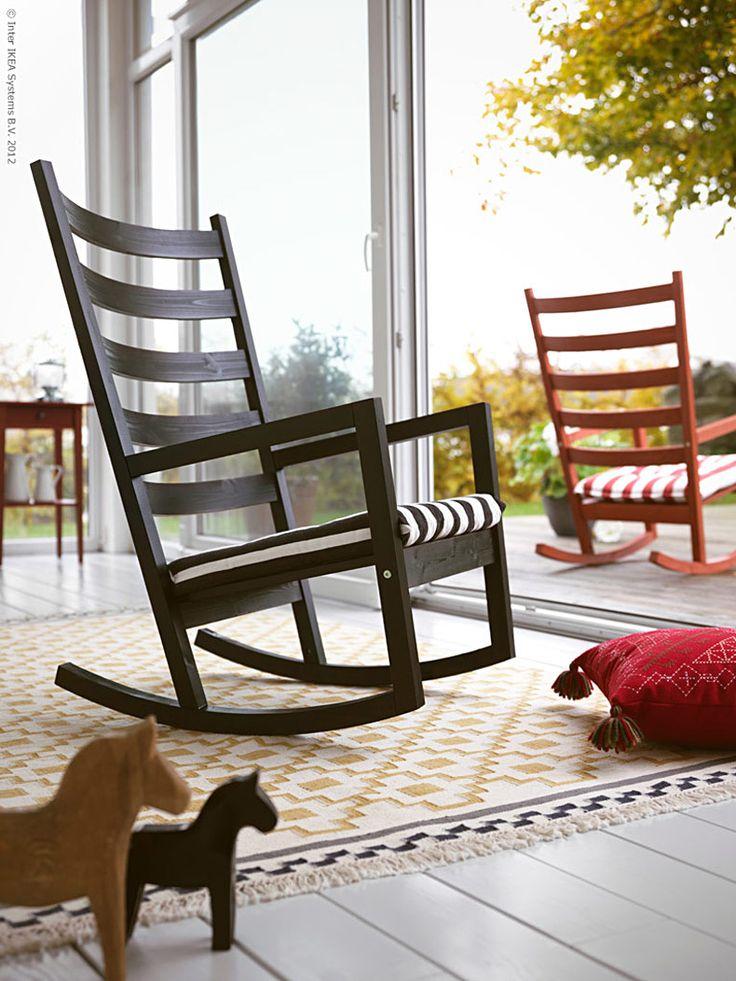 Den rockade från allra första skissen, berättar Nike Karlsson, designern bakom VÄRMDÖ gungstol. Uppdraget från IKEA var att ta fram en gungstol som skulle passa både utomhus och inomhus, på verandan, soldäcket eller inne i vardagsrummet!