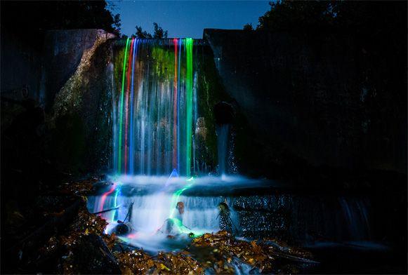 Neon Luminance é o nome de uma série de fotos feitas por Sean Lenz e Abildgaard Kristoffer. Usando glow stick (bastões luminosos)