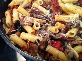 Make your leftover steak into something fabulous like Steak & Mushroom Pasta, this is such a hearty and easy meal! {4 Every Kitchen} #HolidayLeftovers