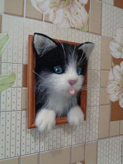 Животные ручной работы. Ярмарка Мастеров - ручная работа. Купить Черно белый котёнок. Handmade. Картина в подарок, игрушка из войлока