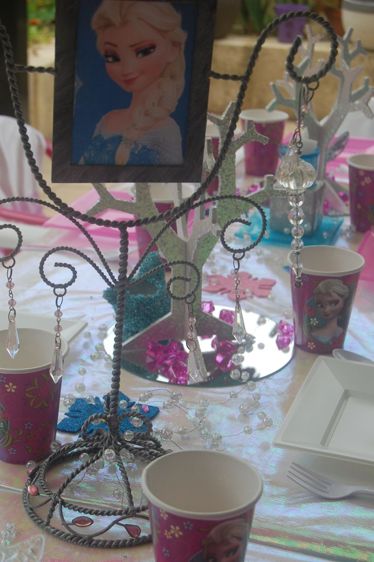 Wish Upon a Party - Frozen table decorations
