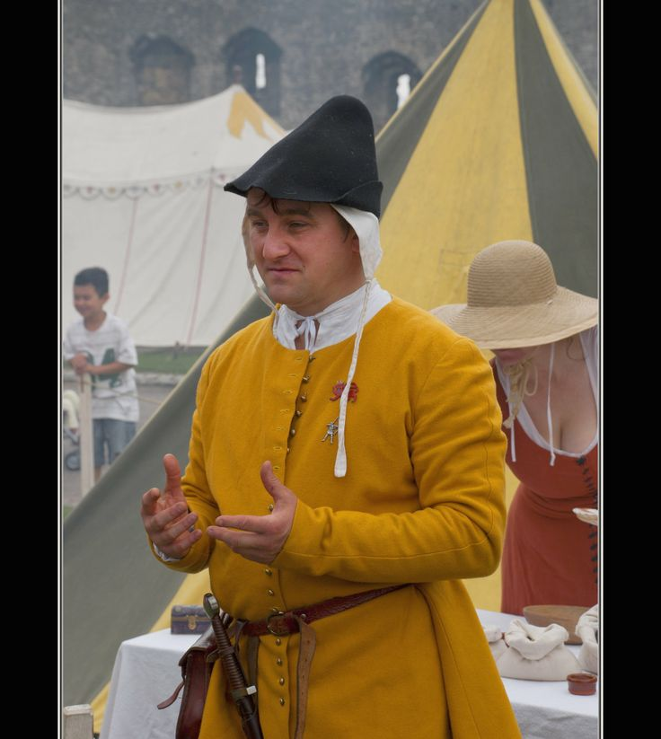 1300-1400s clothing. Photo by Steve Keat.