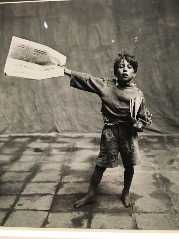 ©Condé Nast- Cuzco, 1948 - Livreur de journaux