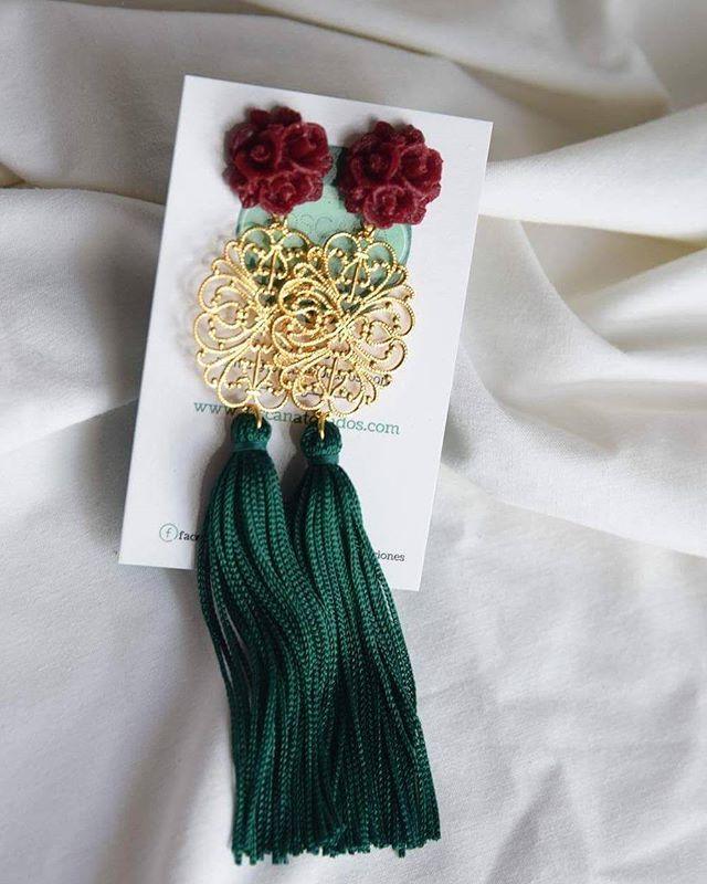 Por encargo para tus próximos eventos. Combinaciones cada vez más otoñales     #BeToscana  #ToscanaTocados #complementos #bodas #weddingtime #dorado #pendientes #accesorios #pendientesflecos #invitadasboda #invitadas #invitadasconestilo #invitadasfelices #invitadasperfectas #deboda #boda #tocados #cinturones #temporadabodas #autumn #fashionwoman #style #trend