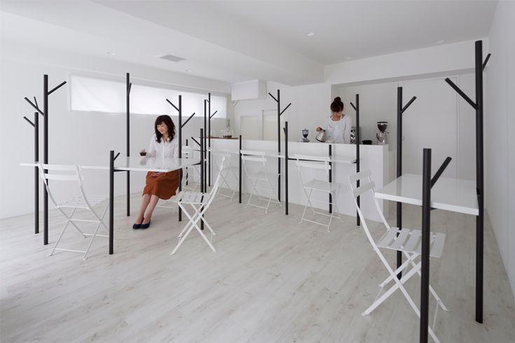 El estudio japonés id es el creador del diseño de interiores y de la imagen gráfica de Café Ki de Tokio.
