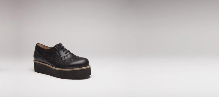 I AM BUYING THESE RIGHT NOW! Chaussures à lacets en cuir noir, semelle compensée en microfibre noir - derbies, richelieu et mocassins - e-shop