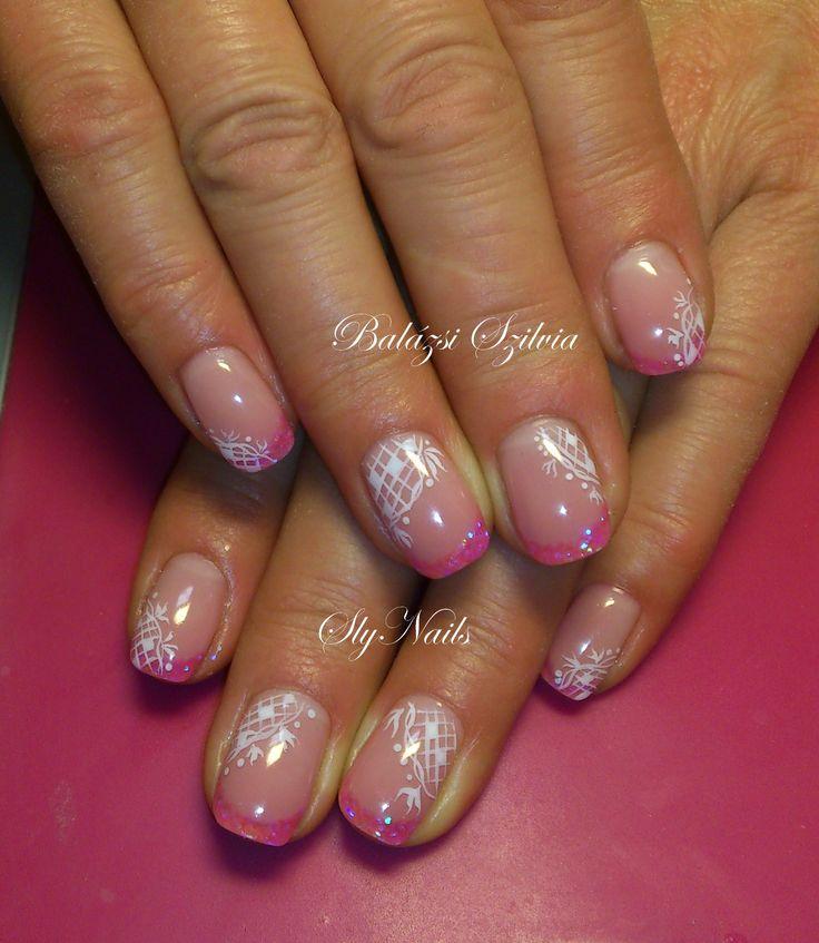 pink műköröm fehér mintával