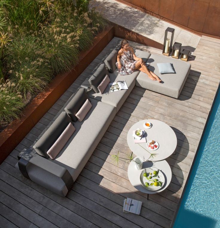 Kumo, the Japanese word for cloud, is a fun and contemporary sofa concept comprised of two versatile modules that can be used in both indoor and outdoor settings. This collection invites you to create your own personalised haven, as the armrests and back supports can be adjusted and moved around to suit your mood or event.