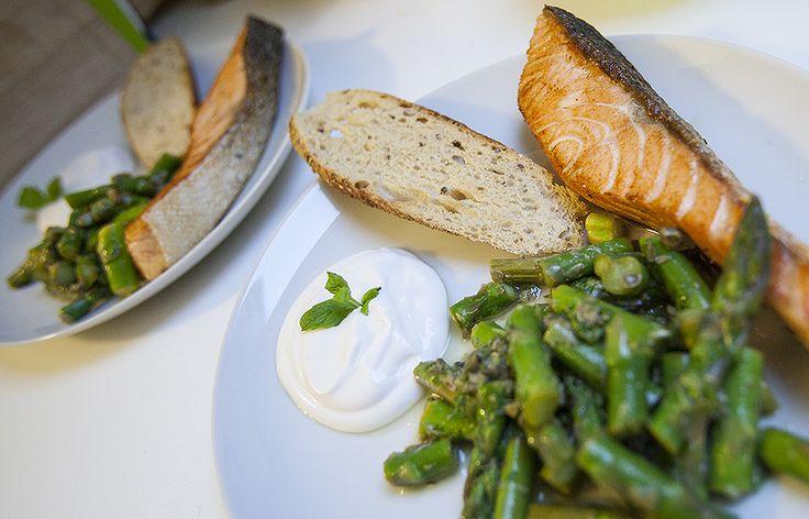 Stegt laks med aspargessalat