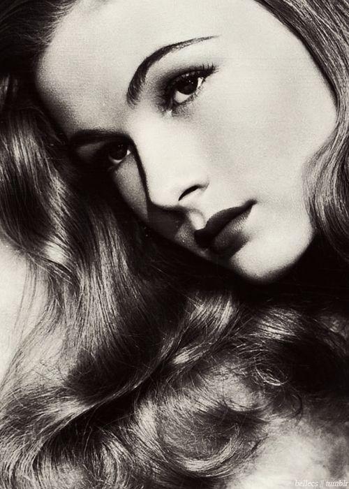 Veronica Lake. Two eyes.