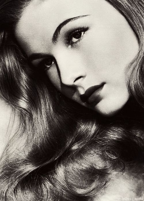 VERONICA LAKE (diagnosed with schizophrenia, died from hepatitis and acute renal failure resulting from alcoholism at the age of 51)