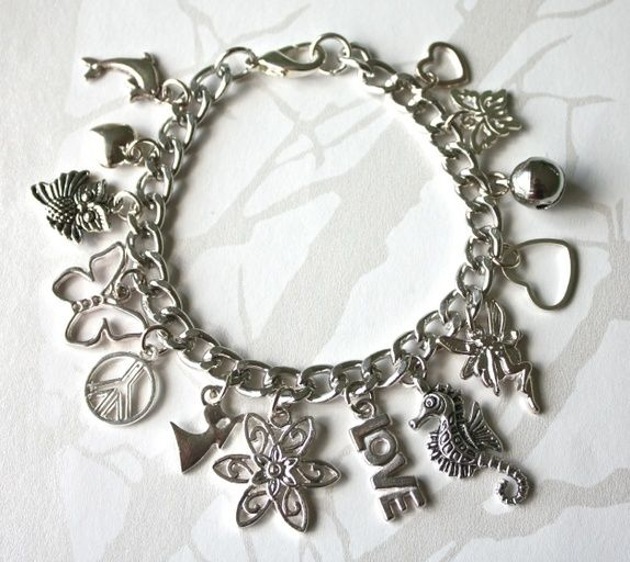 Eplabiter - Bracelet with charms Charms-armbånd https://epla.no/shops/athene-silver/