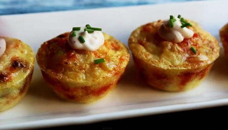 Ricette e Segreti in Cucina : Mini quiche con salsiccia piccante, patate e salsa...