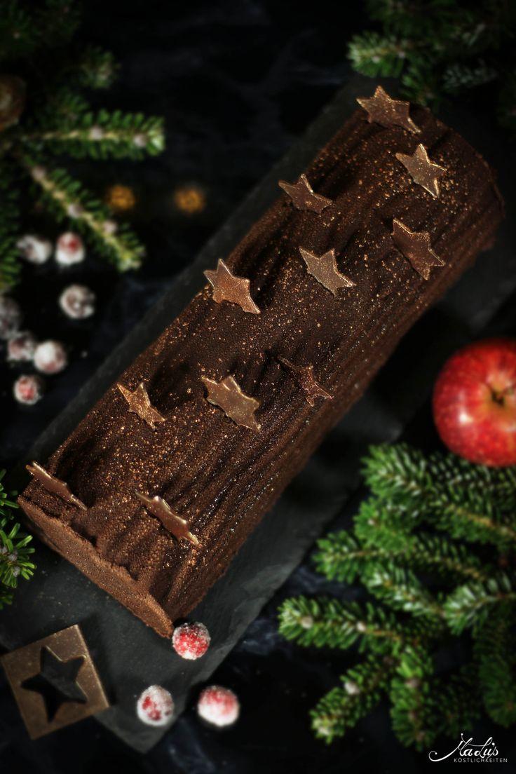 Bûche de noël mit Mousse au chocolat, Marzipanmousse und Apfel-Cranberrykern
