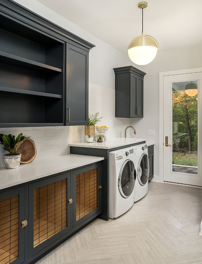 Modern Farmhouse laundry room with charcoal black cabinets Modern #ModernFarmhouselaundryroom #Farmhouselaundryroom #charcoalblackcabinets #blackcabinets - Home Bunch Blog