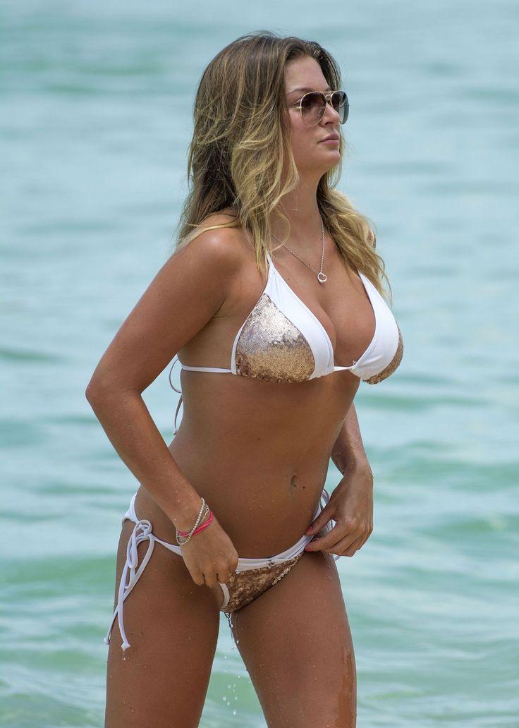 Paparazzi : ZARA HOLLAND en Bikini à une plage en Barbade 27/07/2017