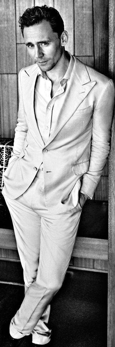 Tom Hiddleston for Esquire UK - June 2016. Full size image: http://ww1.sinaimg.cn/large/6e14d388gw1f3ieba0z9jj23sg4makjs.jpg Source: http://tomhiddleston.esquire.co.uk/