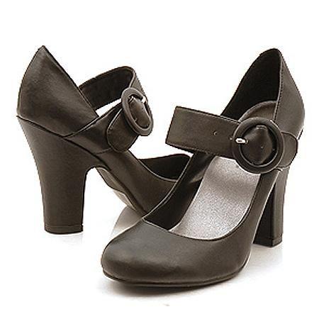 Туфли с золотыми пряжками