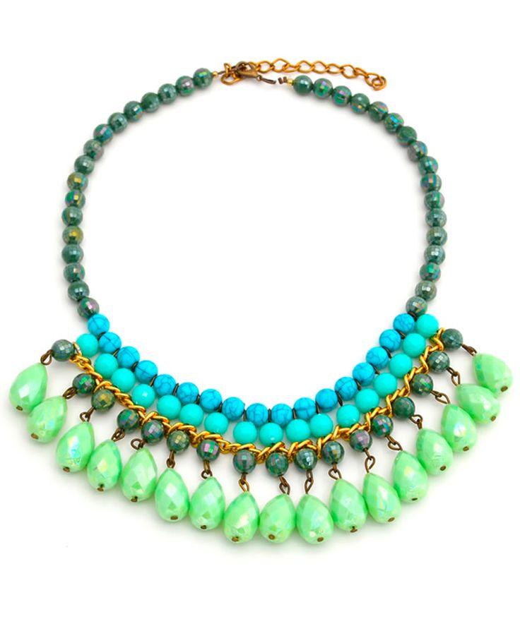 Gotas Verde - Collar corto y aretes, gotas verdes en resina, múranos verdes, piedra fósil y cristal facetado, cadenas doradas de aluminio. $34.000 COP. Cómpralo aquí--> https://www.dekosas.com/productos/C12912-detalle