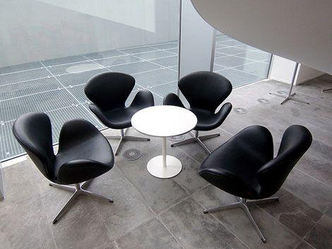 Der Schwan Stuhl von Arne Jacobsen, auch für Lobby und Wartebereichhttps://modecor.com/Arne-Jacobsen-Schwan-Stuhl-in-Schwarz
