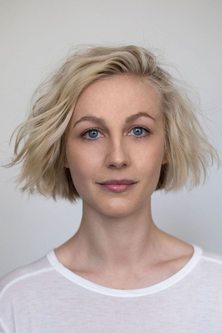 While this style may look like a beach-girl 'do, it's more like a close cousin. Maybe first cousin twice removed. It's been styled to create volumized texture, but those ends help anchor this look so it doesn't puff up into Johnny Depp's Mad Hatter territory. #refinery29 http://www.refinery29.com/2016/12/130938/michael-gordon-wavy-new-york-it-girl-haircut#slide-3