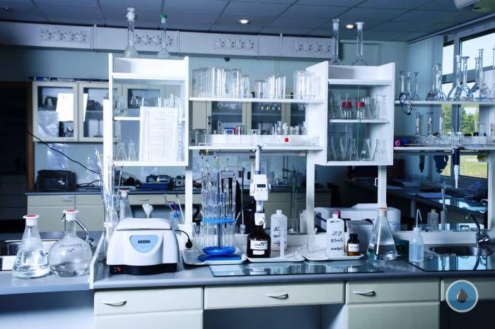 На пути к практическому внедрению http://www.nftn.ru/na-puti-k-prakticheskomu-vnedreniiu  Для успешного внедрения технологии аэрозольного катализа в производственный процесс необходимо, в первую очередь, решить три задачи: получение мелкодисперсных частиц; создание аэрозоля в реакционном объеме; отделение мелкодисперсного катализатора от продуктов реакции и его рециркуляция. Сегодня измельчение твердых материалов до частиц любого размера широко используется в промышленности. Что касается…