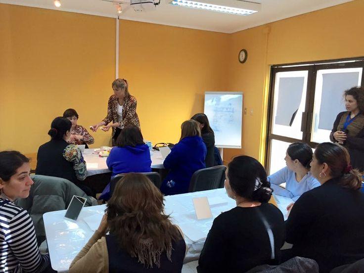 Taller de auto maquillaje para colaboradores del hospital de Curacaví