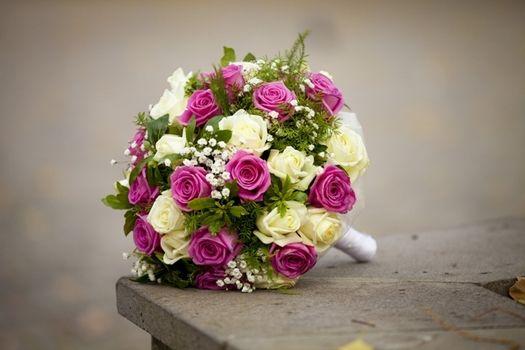 Brautstrauß mit rosa und creme farbenen Rosen mit Maiglöckchen