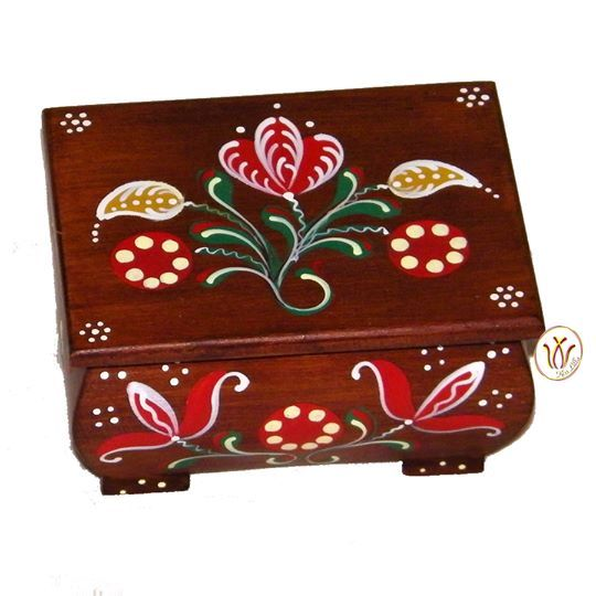 Hand painted wooden box for jewelleries, candies or fancy articles. 10 cm x 7 cm x 5,5 cm