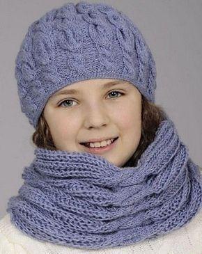 Голубой комплект: шапочка, шарф спицами. Шапочка и шарф спицами узором косы