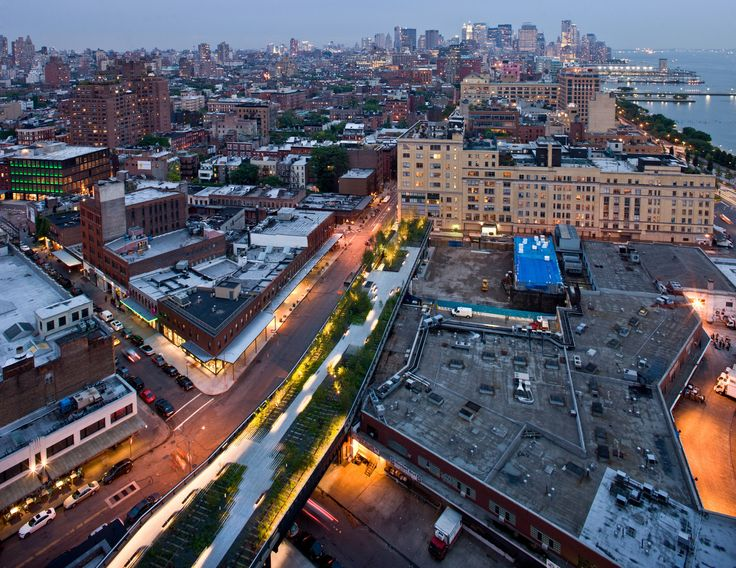 Take a Walk on the High Line with Iwan Baan,Gansevoort Woodland at Night, Aerial View from Gansevoort Street to West 13th Street, looking South. Image © Iwan Baan, 2009 (Section 1)