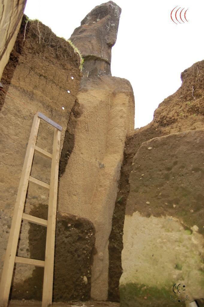 Detalhes de escavações nas  estátuas soterradas da Ilha de Páscoa - evidencias…